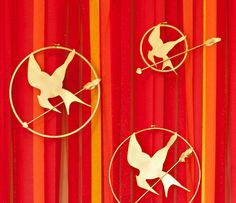 """DIY Tutorial: """"Girl on Fire"""" Backdrop + Giant Mockingjay Pins {Hunger Games Party} // Hostess with the Mostess® Hunger Games Party, Party Games, Hunger Games Mockingjay Pin, Game Of Survival, Photo Booth Backdrop, Camping Crafts, Backdrops For Parties, Diy Party, Party Ideas"""