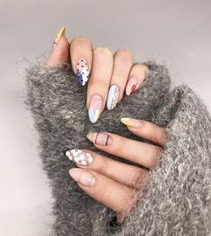 Want some ideas for wedding nail polish designs? This article is a collection of our favorite nail polish designs for your special day. Read for inspiration Nail Art Designs, Nail Polish Designs, Minimalist Nails, Cute Nails, Pretty Nails, Hair And Nails, My Nails, Oval Nails, Nails Kylie Jenner