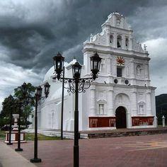 Iglesia de San Cristobal Acasaguastlán, con su fachada de estilo barroco construido en 1654, #Guatelinda #Zacapa #Guatemala #visitguatemala #amazingplaces #travelworld
