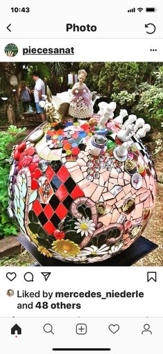 art by Anat simons. Garden Mosaics, Garden Art, Garden Ideas, Mosaic Bowling Ball, Fun Ideas, Craft Ideas, Recycled Garden, Mosaic Designs, Mosaic Art