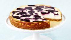 Mustikkamarmoroitu juustokakku on raikkaan mehevä kahvipöydän tarjottava. Kakun kruunaa kaunis marmorikuvio. Resepti vain noin 0,50 €/annos*. No Bake Blueberry Cheesecake, Blueberry Recipes, Oven Baked, Coffee Cake, Cheesecakes, Wine Recipes, Sweets, Breakfast, Ethnic Recipes