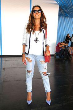 Jeans detonado é destaque na semana de moda de São Paulo. Nos corredores, convidadas indicam como usar | Chic - Gloria Kalil: Moda, Beleza, Cultura e Comportamento