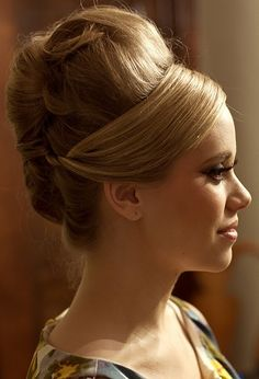 Vintage Updo @Sarah Chintomby Chintomby Branaman, this is HUGE but I would totally give it a try :)