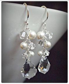 Fülbevaló inspiráció Swarovski Elements #6090 Baroque medálból, #5328 XILION Bead fűzhető kristály gyöngyből Crystal színben, és #5810 Crystal Round gyöngyből White színben