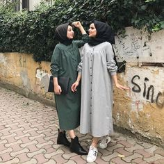 ★★★ #tesettür #hijab #dress #giyim #elbise Hijab Style Dress, Casual Hijab Outfit, Hijab Chic, Abaya Fashion, Modest Fashion, Fashion Dresses, Fashion Muslimah, Moslem Fashion, Modele Hijab