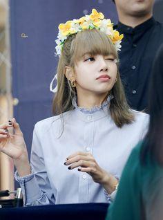 Kpop Girl Groups, Korean Girl Groups, Kpop Girls, Lisa Bp, Jennie Lisa, Yandere, Lisa Blackpink Wallpaper, Rapper, Im A Princess