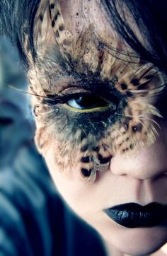 Use of feathers is beautiful around the eyes Special Effects Makeup, Owl Makeup, Bird Makeup, Makeup Art, Feathers In Hair, Blue Feathers, Bigfoot Costume, Beauty Beast, Half Face Makeup