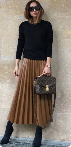 La jupe longue - New Ideas Work Fashion, Modest Fashion, Skirt Fashion, Fashion Looks, Fashion Outfits, Fashion Trends, Fashion Ideas, Fashion 2018, Fashion Clothes