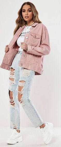 Cute and casual pink oversized denim jacket by Missguided Pink Denim Jacket, Jean Jacket Outfits, Oversized Denim Jacket, Pink Jeans, Denim Outfit, Casual Winter Outfits, Trendy Outfits, Cute Outfits, Pink Outfits