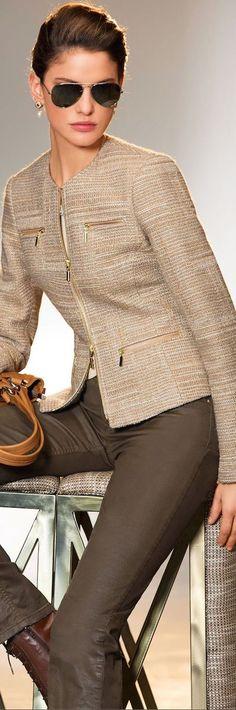 Conjunto de paleto e calça cinza e marrom