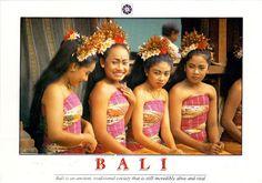 INDONESIA (Lesser Sunda) - Balinese girls dressed in anteng