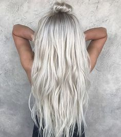 Here's Every Last Bit of Balayage Blonde Hair Color Inspiration You Need. balayage is a freehand painting technique, usually focusing on the top layer of hair, resulting in a more natural and dimensional approach to highlighting. Ice Blonde Hair, Icy Blonde, Platinum Blonde Hair, Silver Blonde Hair, Silver Platinum Hair, Ice Hair, White Blonde, Blonde Human Hair Wigs, Ice Blonde Highlights
