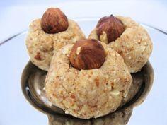 Hjemmelaget marsipan 3 dl mandler 2 ss rått kakaosmør, smeltet 2 ts x-virgin kokosolje, smeltet 3 ss sirup 0.5 ts ekte vaniljepulver