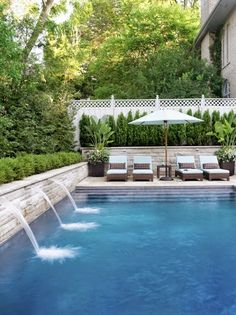 It's always good to have a whole pool. Based on the size and form of your backyard, you can choose where the pool should go and how it ought to be shaped. Every pool needs to be cleaned. Swimming Pool House, Swimming Pool Designs, Swimming Pools, Indoor Swimming, Lap Pools, Piscine Simple, Design Jardin, Small Pools, Small Pool Ideas
