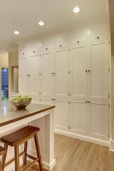 Kitchen cabinets to ceiling - 42 Amazing Traditional Kitchen Ideas – Kitchen cabinets to ceiling Kitchen Cabinets To Ceiling, Kitchen Pantry Cabinets, Diy Cabinets, Wall Pantry, Wall Storage Cabinets, Green Cabinets, Narrow Cabinet Storage, Wall Cabinets Living Room, Kitchen Armoire