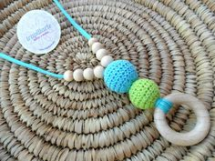 COLLAR DE LACTANCIA PISTACHO Y TURQUESA de TRAPILLARTE  por DaWanda.com Baby Necklace, Nursing Necklace, Crochet Necklace, Bijoux Diy, Diy And Crafts, Knit Crochet, Beaded Bracelets, Etsy, Knitting