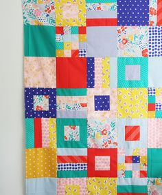 Summer Squares and Strips Quilt (Cluck Cluck Sew) Quilting Tips, Quilting Tutorials, Quilting Projects, Beginner Quilting, Cute Quilts, Scrappy Quilts, Baby Quilts, Strip Quilts, Patch Quilt