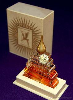 ANTIGUO FRASCO DE PERFUME BRIDE AU VENT. LEGRAIN PARIS. AÑO 1940. EN SU CAJA ORIGINAL. MUY RARO. (Botellas, Cajas y Envases - Miniaturas de Perfumes.)