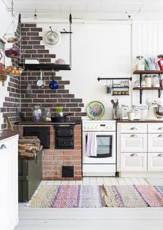 Brick wall in the kitchen Cozy Kitchen, Country Kitchen, Rustic Kitchen Design, Modern Country, Home Studio, Cozy House, Home And Family, Interior Decorating, Gallery Wall