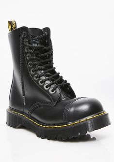 Doc Martens have been in style for almost 60 years, discover what made them so popular. We also discuss how to wear them in style! Dr. Martens, Red Doc Martens, Doc Martens Style, Doc Martens Boots, Sock Shoes, Cute Shoes, Me Too Shoes, Buckle Boots, Combat Boots