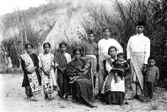 COLLECTIE TROPENMUSEUM Res. Tapanoeli. Toba-Bataksche familie tot het Christendom bekeerd.