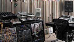 Studio Home Studio Setup, Loft Studio, Home Studio Music, Studio Gear, Game Room Chairs, Audio Studio, Recording Studio Design, Experimental Music, Edm Music