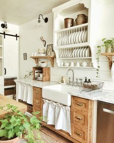 A Closer Look at Whitetail Farmhouse, This Year's Best Kitchen Organization Project – The Organized Home – Farmhouse kitchen Farmhouse Style Kitchen, Modern Farmhouse Kitchens, Home Decor Kitchen, New Kitchen, Cool Kitchens, Cottage Farmhouse, Awesome Kitchen, Rustic Chic Kitchen, Texas Farmhouse