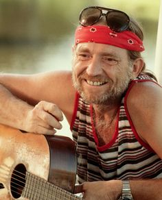 In April of 1978 Willie Nelson released Stardust! It spent 10 yrs on the country charts and Rollingstone deemed it one of the 500 greatest albums of all time. This photo was taken before Willie went on TV to promote the album. Country Western Singers, Country Artists, Country Boys, Western Artists, Outlaw Country, Country Strong, Country Music Stars, Country Music Singers, Country Musicians