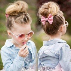 coiffure pour petite fille chignon tresse barrette noeud - The Right Hair Styles Girls Hairdos, Flower Girl Hairstyles, Princess Hairstyles, Pretty Hairstyles, Hairstyle Ideas, Cute Little Girl Hairstyles, Stylish Hairstyles, Young Girls Hairstyles, Wedding Hairstyles