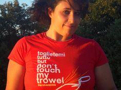 """Agnese con la t-shirt """"Toglietemi tutto"""" http://bit.ly/1zTbfeB"""
