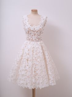 Have a taste of this dessert dress, made out of sugar embroidery and coconut flakes. Best served while dandelions blowing in the wind.