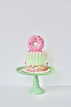 First Birthday Theme Girl, Smash Cake First Birthday, Smash Cake Girl, Birthday Cake Girls, 5th Birthday, Birthday Ideas, Donut Birthday Parties, Donut Party, Baby Cakes