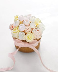 Cute wedding cupcake!