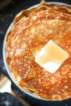 Keto Coconut Flour Cream Cheese Pancakes Keto coconut flour and cream cheese pancakes! Seriously, this is the BEST Low Carb Coconut Flour Pancake Recipe … and so EASY. Cream Cheese Pancakes, Coconut Flour Pancakes, Coconut Flour Recipes, Cream Cheeses, Vegan Keto Diet, Low Carb Keto, Ketogenic Diet, Hcg Diet, Ketogenic Recipes