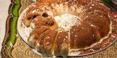 Εύκολη συνταγή για κείκ σεμιφρέντο από την Αργυρώ Μπαρμπαρίγου. Loaf Recipes, Cooking Recipes, Sweet Loaf Recipe, Greek Desserts, Food Categories, Gelato, Bagel, Food Processor Recipes, Sausage