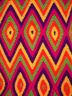 Mooie band, dmv ply split braiding Tribal Patterns, Textile Patterns, Embroidery Patterns, Crochet Art, Tapestry Crochet, Crochet Stitches Patterns, Stitch Patterns, Tapestry Bag, Bargello
