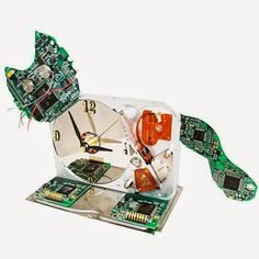 Cat Clock Made from Electronic Circuit Boards. Reloj con viejos circuitos.