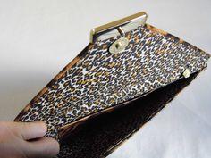 Referência: Flor Adelfa Tamanho: 29cm x 16,5cm Bolsa carteira - couro ecológico animal print onça - 012.