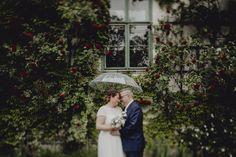 Regenhochzeit, Regenschirm, Sommerregen, rainywedding, Paarfotos im Regen, couplshooting umbrella Our Wedding, Poster, Weddings, Couple Photos, Couples, Rainy Wedding, Summer Rain, Newlyweds, Couple Shots