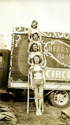 Here is an amazing photo collection that shows everyday life of circus performers at the backstage from between the 1920s and 1930s. ...