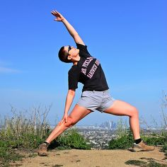 Hiking Yoga: tips for taking your yoga practice on a hike. Love outdoor yoga!