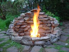 diy firepit 32 cozy outdoor fire pit seating design ideas for backyard Fire Pit Wall, Fire Pit Area, Diy Fire Pit, Fire Pit Backyard, Backyard Patio, Backyard Landscaping, Fire Pit Bbq, Outside Fire Pits, Cool Fire Pits