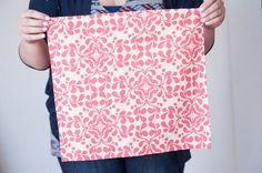 Say goodbye to all those napkins that you have to throw away and make these fabric ones. 40 DIY fabric napkins that are both simple and stylish. Fun Crafts, Diy And Crafts, Do It Yourself Fashion, Cloth Napkins, Sewing For Beginners, Diy Fashion, Fashion Tips, Diy Clothes, Fabric Crafts