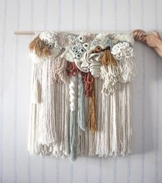 Weaving Textiles, Weaving Art, Tapestry Weaving, Loom Weaving, Hand Weaving, Weaving Projects, Macrame Projects, Yarn Crafts, Sewing Crafts