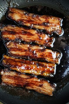 Red Wine Caramelized Pork Belly Is there anything better than a perfectly cooked piece of pork belly? Want to know how to make this foodie fave at home? Pork Belly Recipes, Meat Recipes, Asian Recipes, Cooking Recipes, Hawaiian Recipes, Pork Ham, Pork Ribs, Pork Chops, Carne Asada