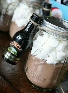 adult hot chocolate in a jar | hot chocolate + baileys + marshmallows