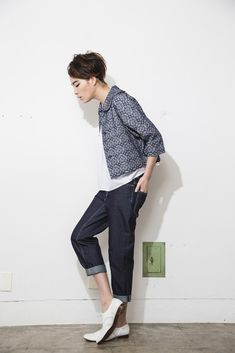 lady jacket, cuffed skinny jeans, loafers( nooy / ヌーイ )