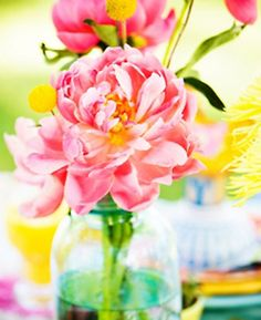 Flowers brighten every space in the home! Use Bath & Body Works Candle Sleeves as fun vase alternatives <3  #BBWHome