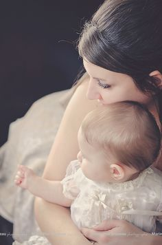 Mother daughter photo . Love. Tenderness. Sweet. Simple. Photo mère fille. Amour tendresse. Simple.