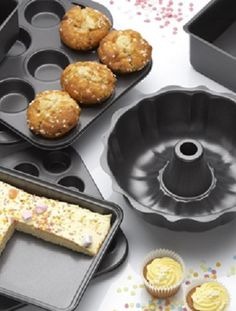 From Bundt cake and loaves to cupcakes and muffins – transform any batter into the form of your choice with this quick reference guide. Cake Pan Sizes, Muffins, Deli Counter, Frozen Seafood, Artisan Pizza, Fresh Bread, Fresh Fruits And Vegetables, Learn To Cook, Cake Pans